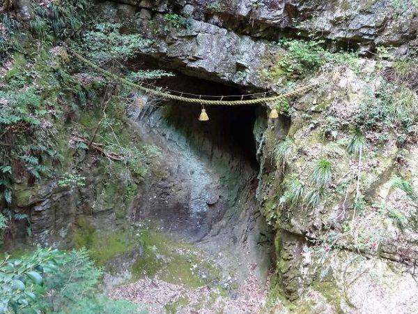 室生龍穴神社 龍穴