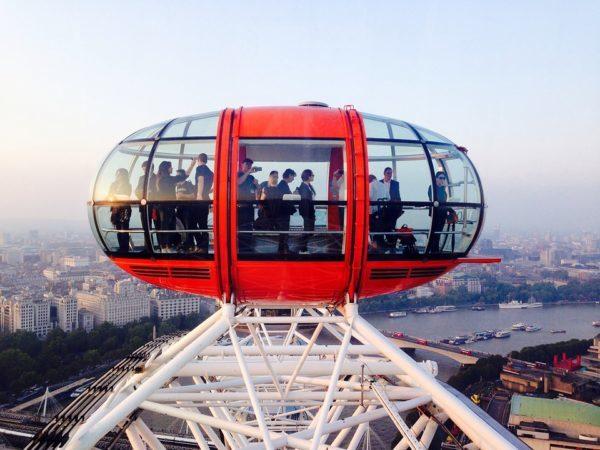 ロンドンの街全体を見渡せる大きな観覧車