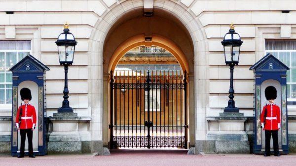 バッキンガム宮殿の正門前