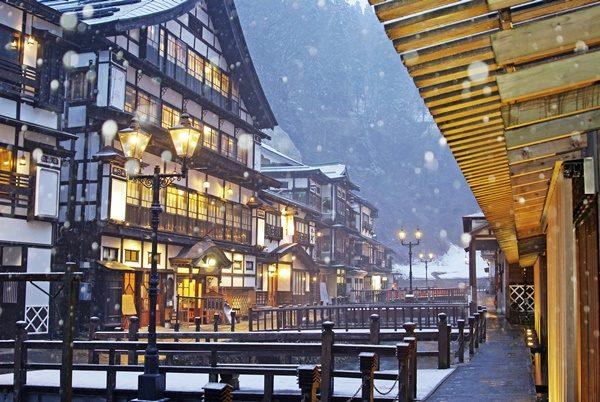 雪降る銀山温泉