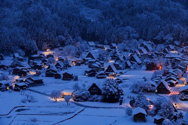 世界遺産 白川郷 雪の朝