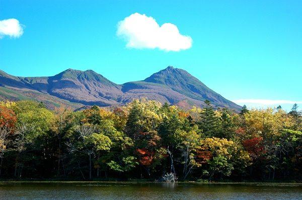 秋の知床五湖と知床連山