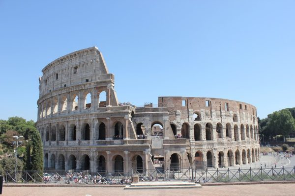 古代ローマの円形競技場、コロッセオ。