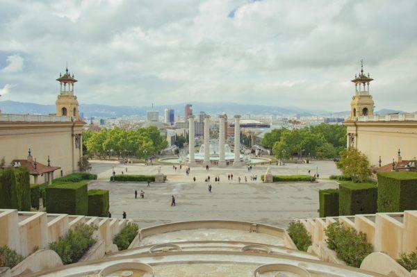 モンジュイックの丘から眺めるバルセロナ