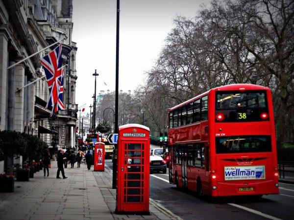 赤い2階建てバス