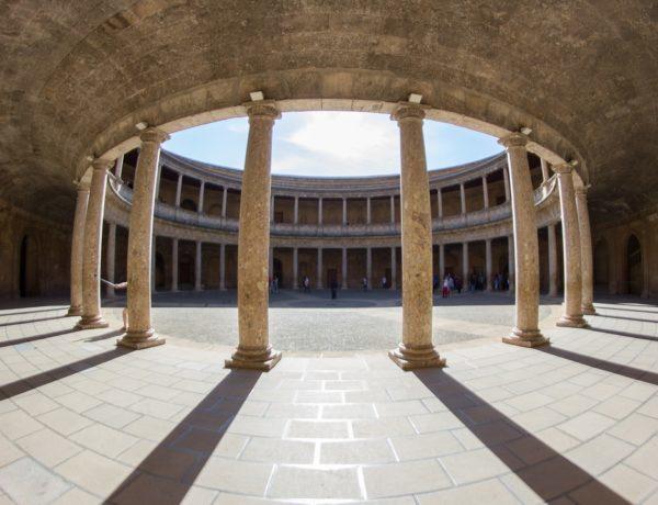 カルロス5世のルネサンス様式宮殿