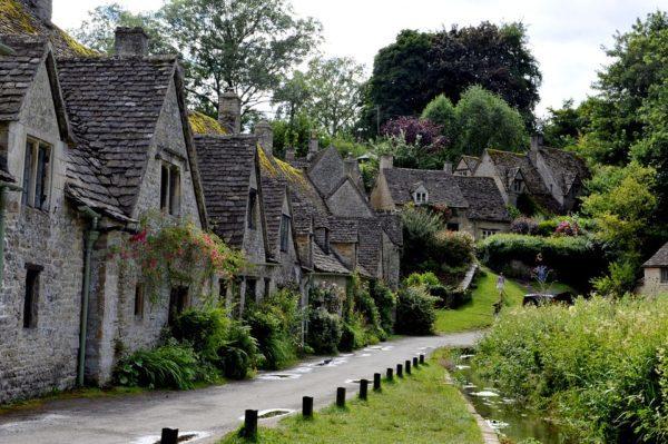 コッツウォルズの代表的な村